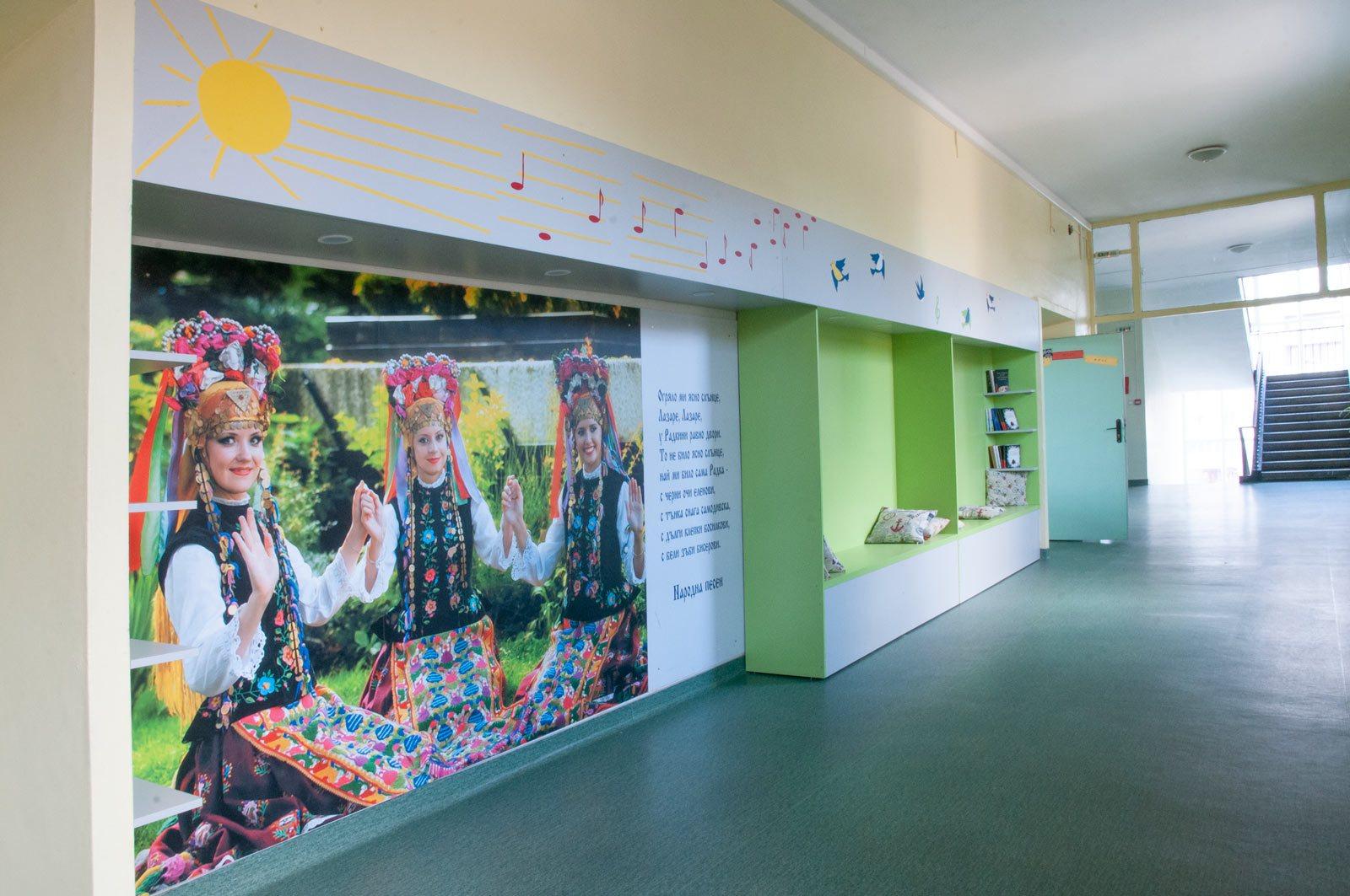 EZF1430-hallway-5