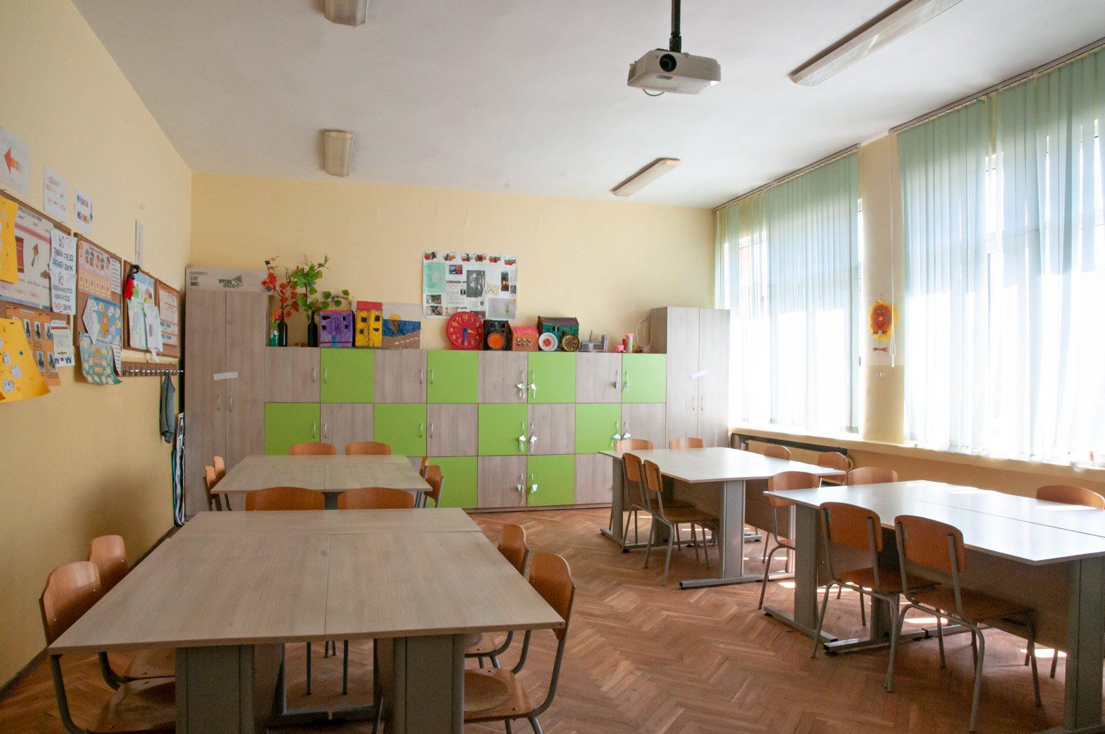 EZF1438-classroom-3
