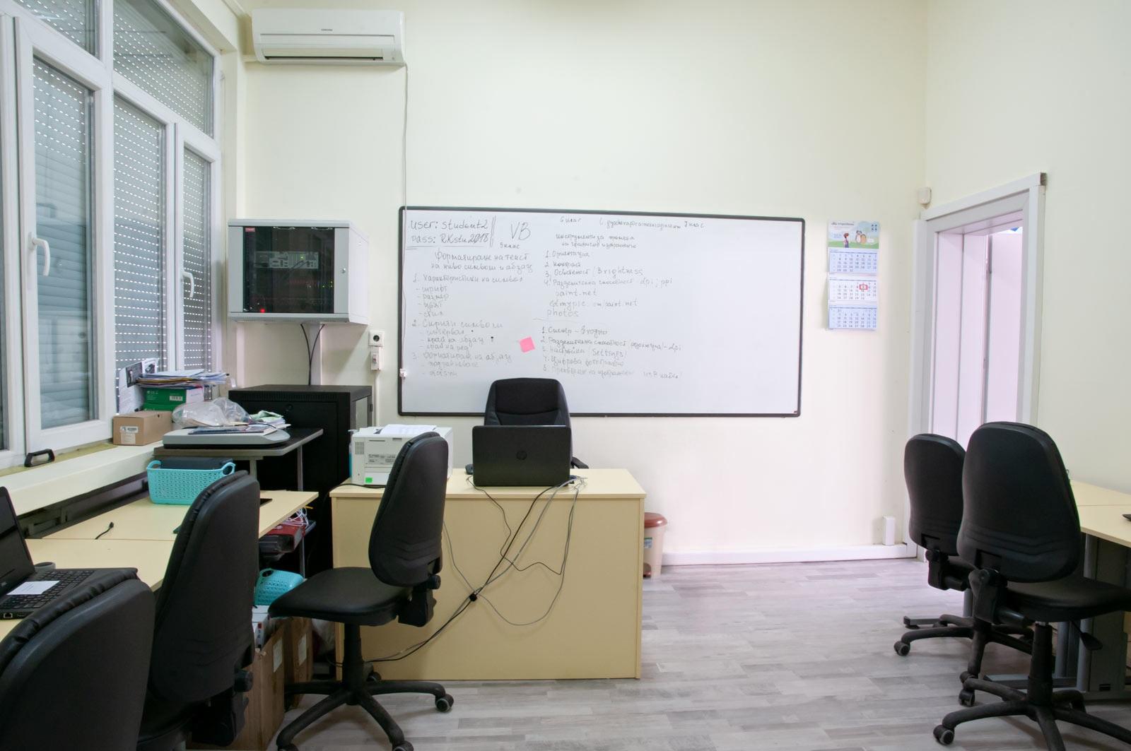1_EZF1382-it-classroom-2