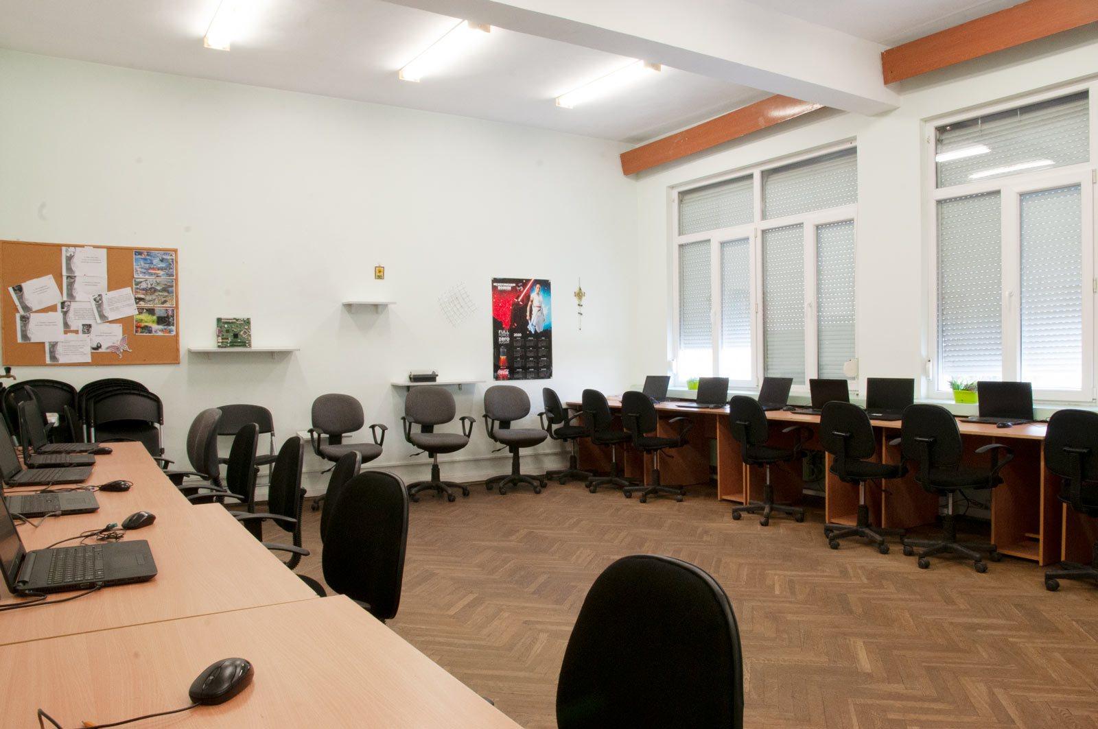 EZF1453-it-classroom