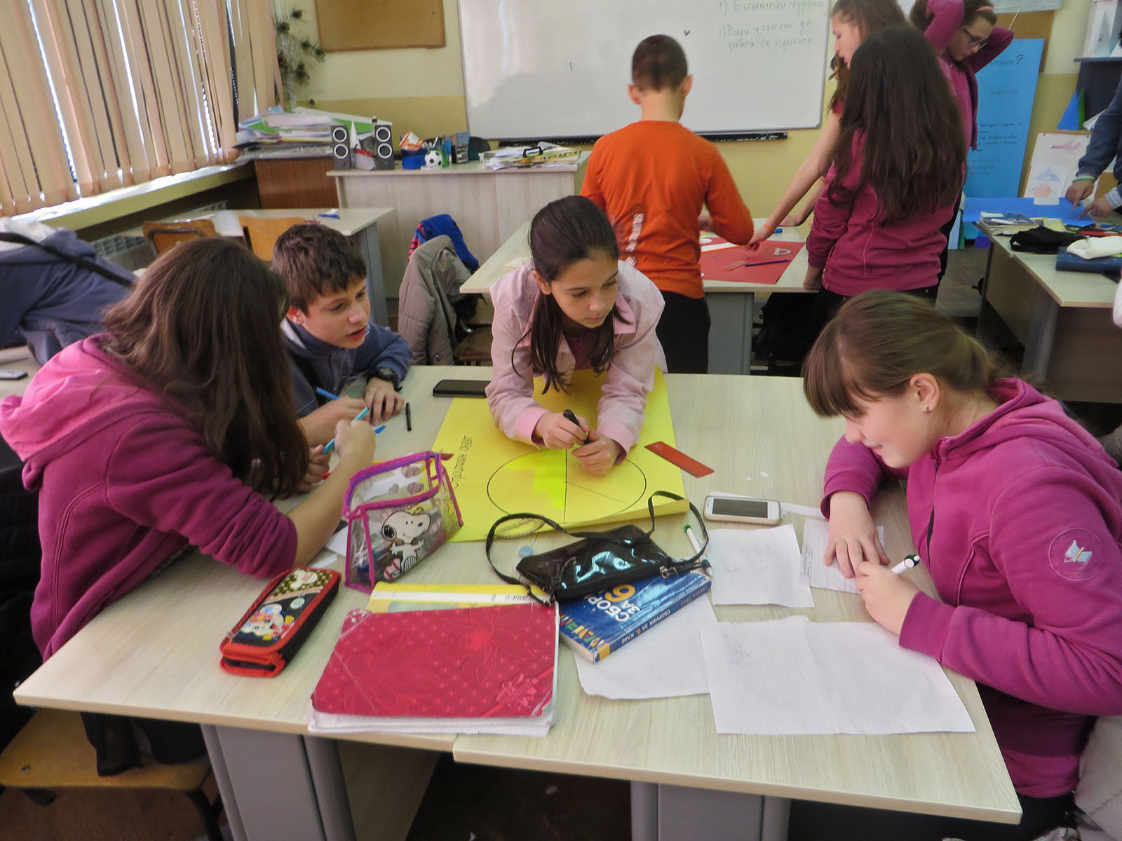 fg18-group-working-10