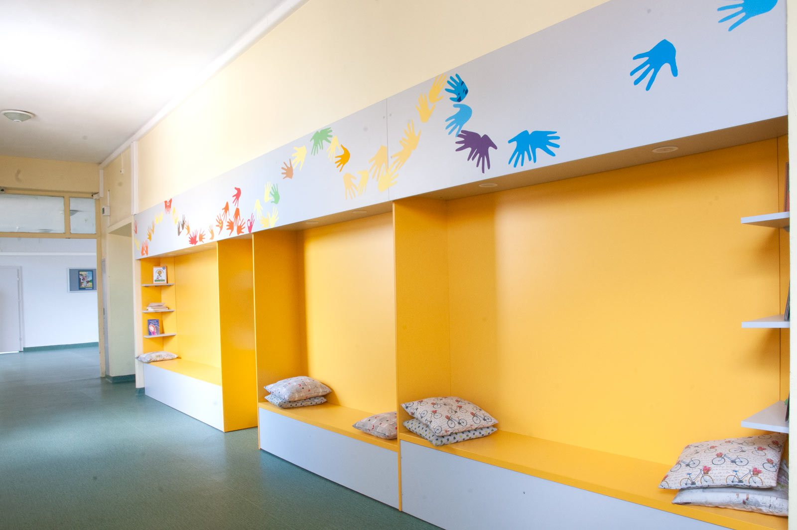EZF1422-hallway-1