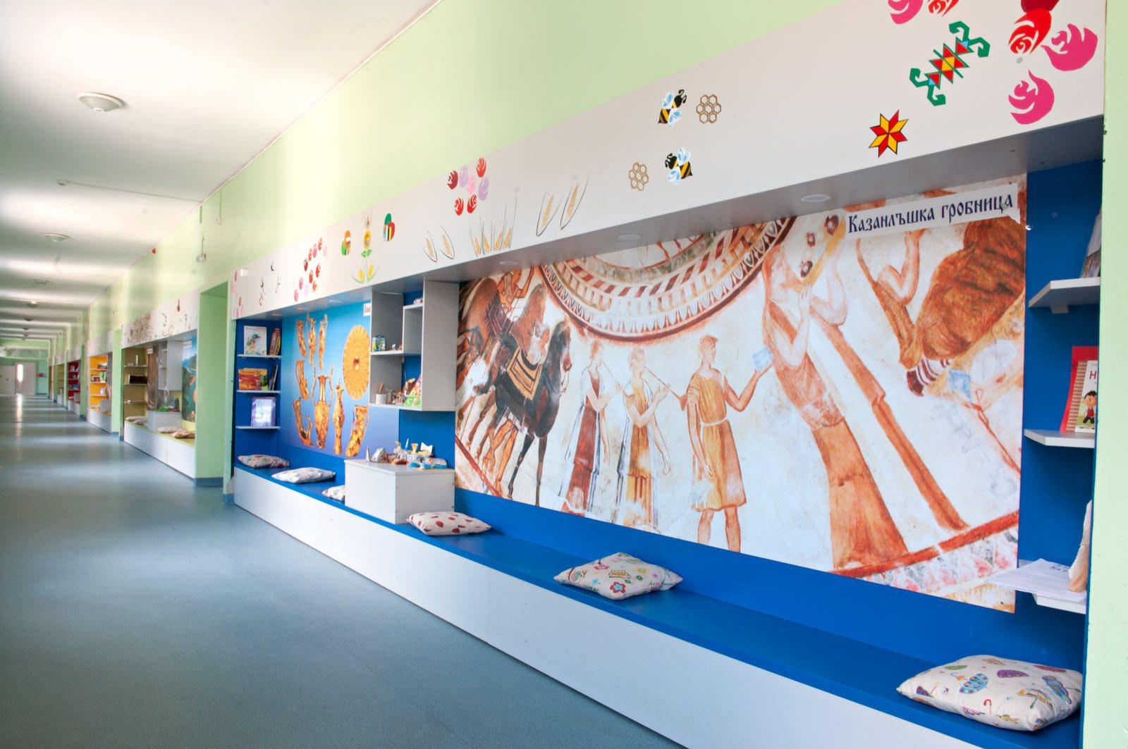 EZF1436-hallway-8