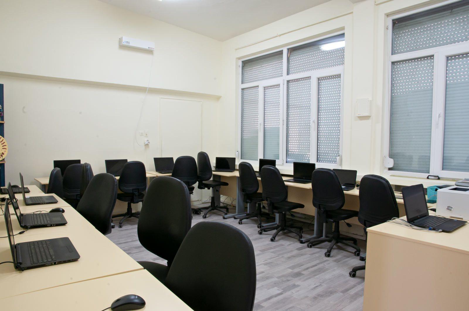 EZF1379-it-classroom-1
